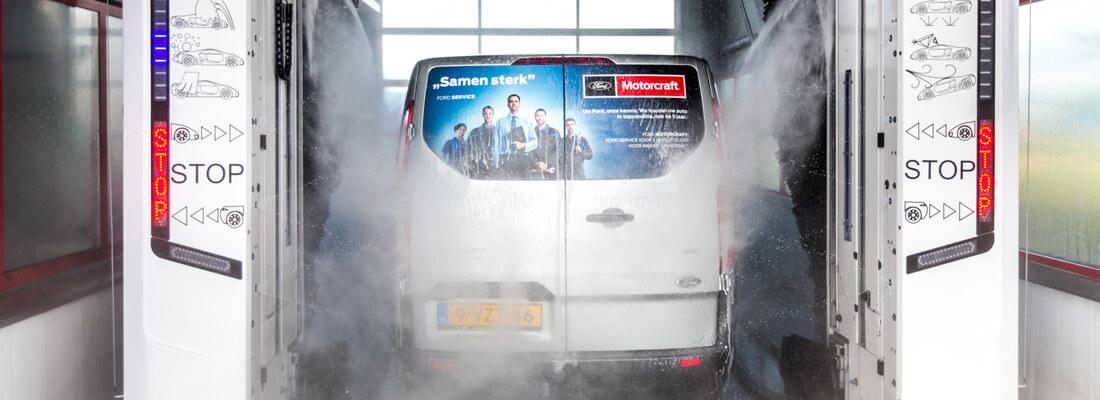 Carwash bus wassen